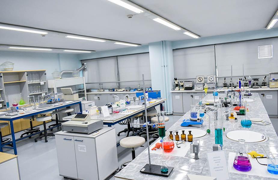 ΙΕΚ ΑΚΜΗ: Εργαστήριο Σχολής Βοηθός Φαρμακείου