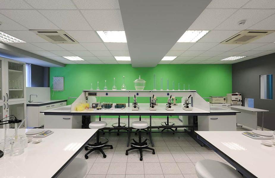 ΙΕΚ ΑΚΜΗ: Εργαστήριο Σχολής Μικροβιολογίας