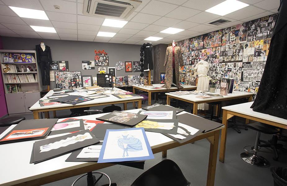 ΙΕΚ ΑΚΜΗ: Εργαστήριο Σχεδιαστής Μόδας-Fashion Designer