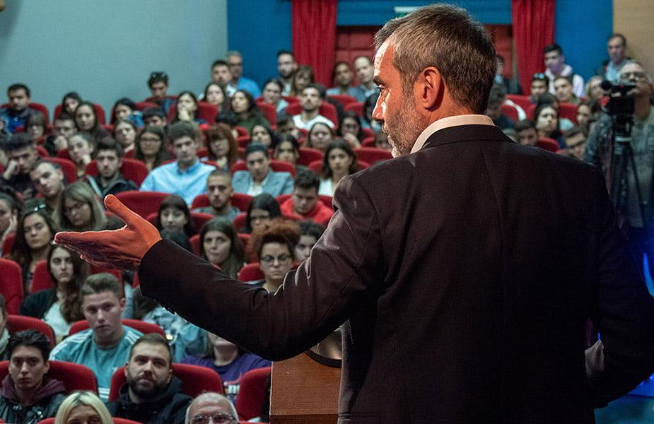 Ο Δήμαρχος Θεσσαλονίκης Κωνσταντίνος Ζέρβας στο ΙΕΚ ΑΚΜΗ και στο πρώτο ζωντανό Debate της χρονιάς