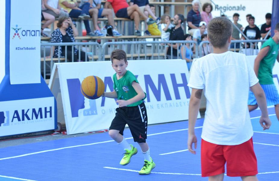 To IEK AKMH εγκαινίασε την παρουσία του στα εκπαιδευτικά πράγματα της Ρόδου υποστηρίζοντας ως επίσημος χορηγός το κορυφαίο μπασκετικό event Galis Basketball 3on3, με τιμώμενο πρόσωπο τον Νίκο Γκάλη.