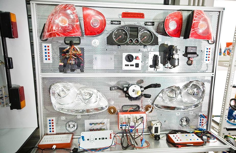 ΙΕΚ ΑΚΜΗ: Εργαστήριο Σχολής Εκπαιδευτών Οδηγών