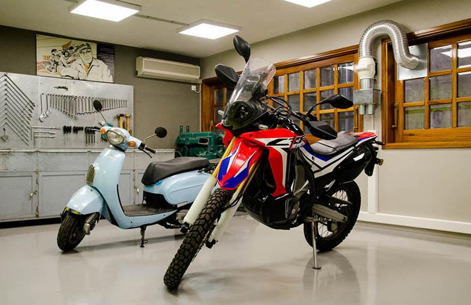 ΙΕΚ ΑΚΜΗ: Εργαστήριο σχολής μηχανικών αυτοκινήτων.