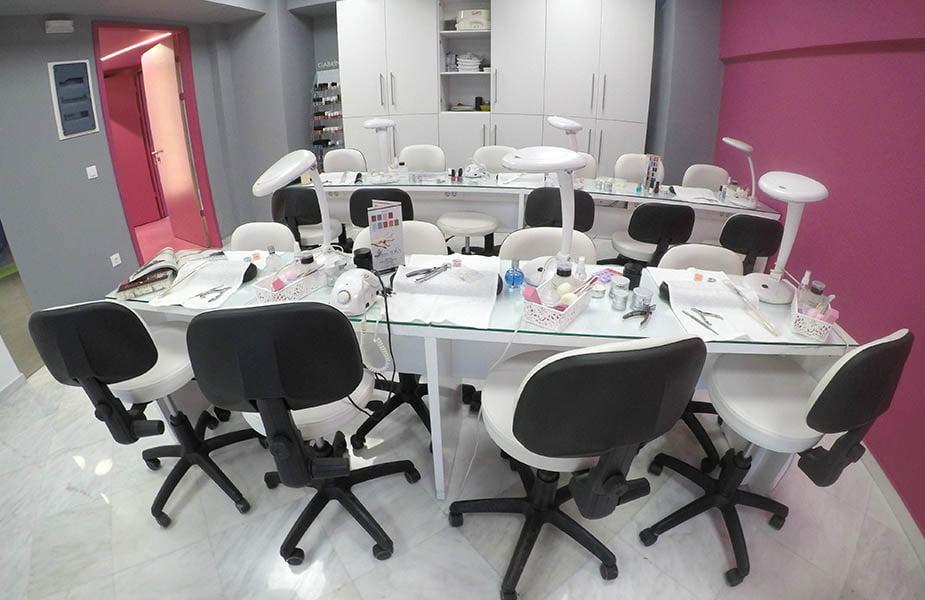 ΙΕΚ ΑΚΜΗ: Εργαστήριο σχολής ποδολογίας-μανικιούρ-πεντικιούρ
