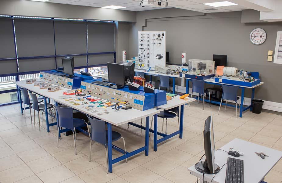 ΙΕΚ ΑΚΜΗ: Εργαστήριο Σχολής Αυτοματισμών