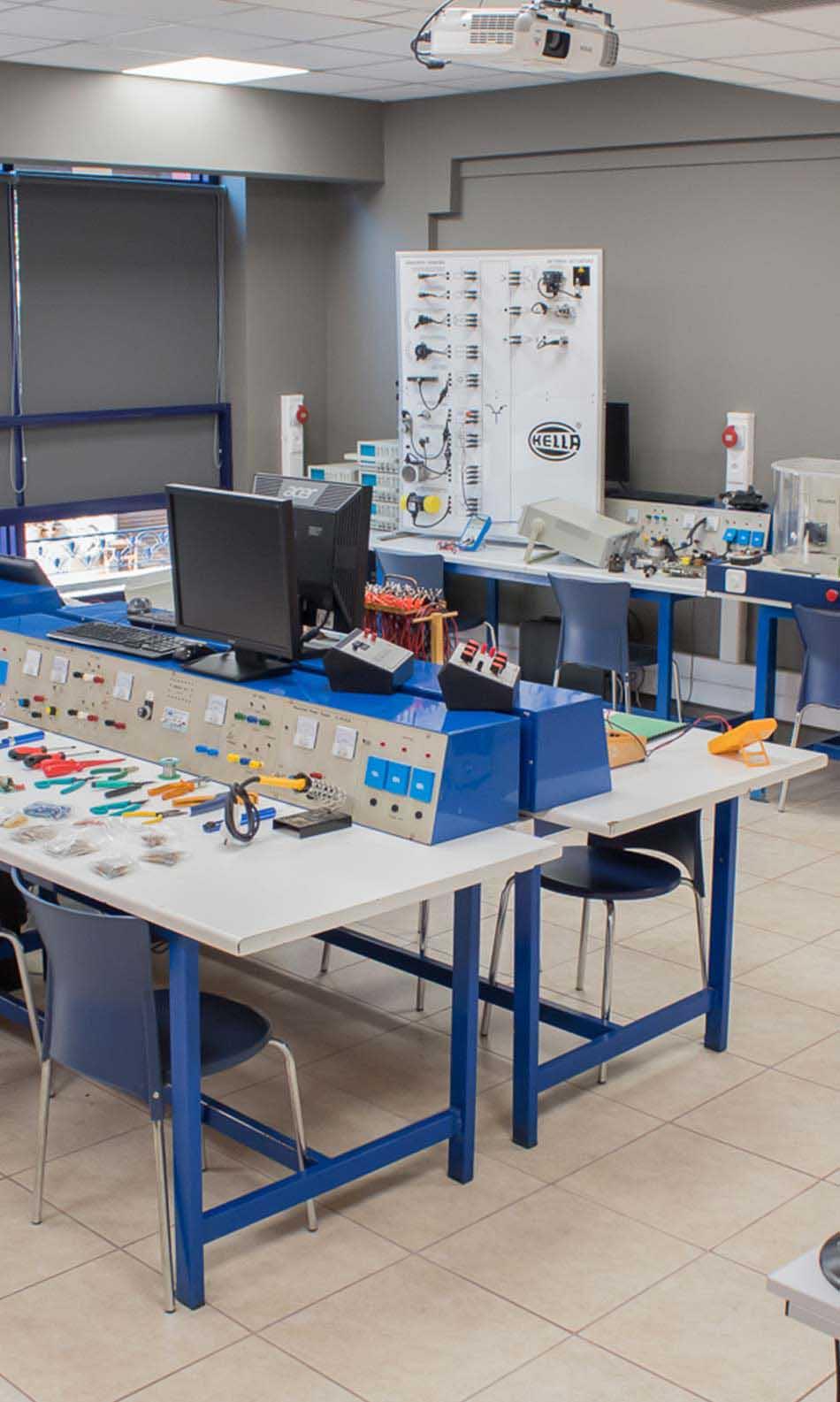 ΙΕΚ ΑΚΜΗ: Εργαστήριο Σχολής Ηλεκτρολογίας