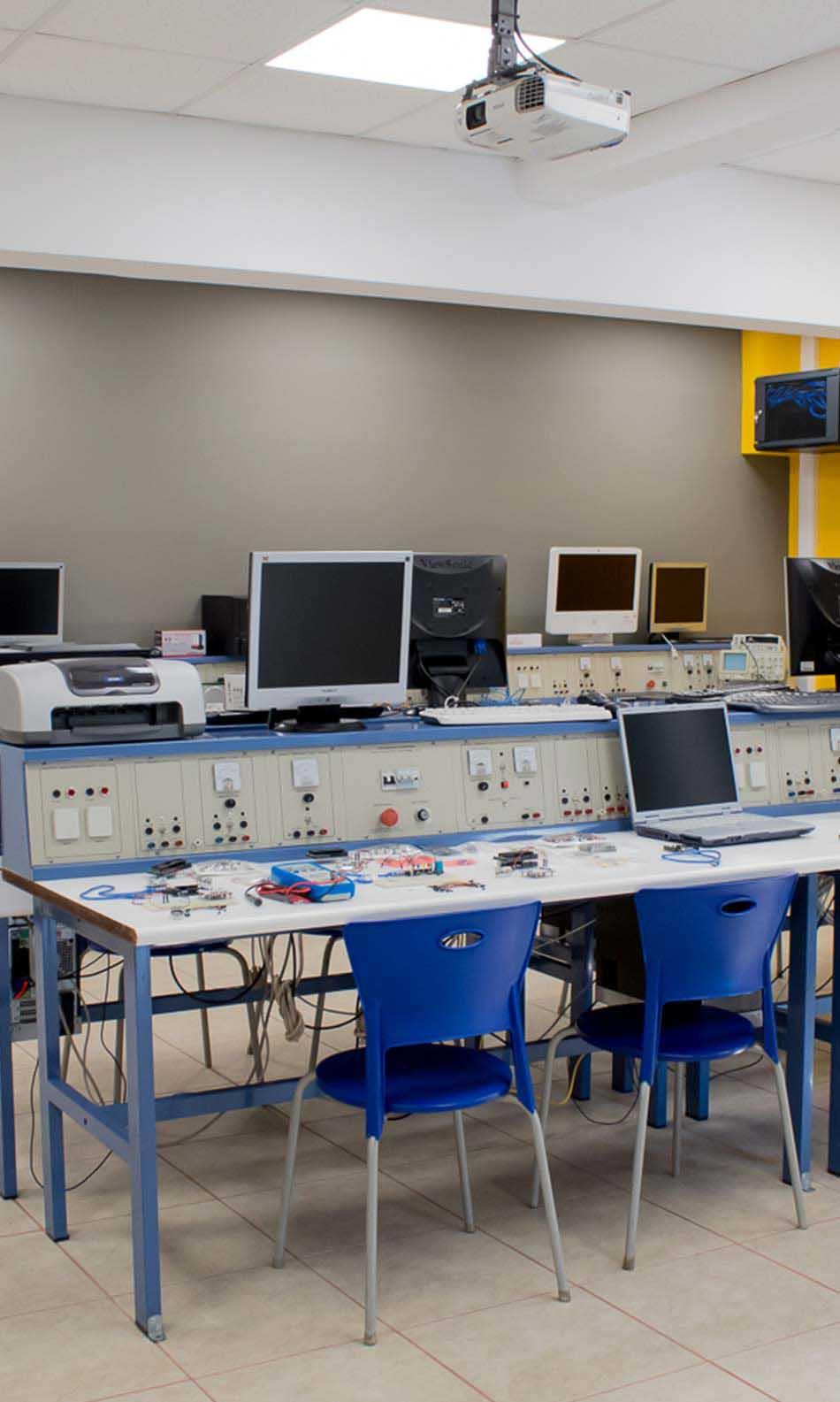 ΙΕΚ ΑΚΜΗ: Εργαστήριο Σχολής Τεχνικός Υπολογιστών